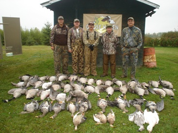 Saskatchewan goose hunting with goose hunting guides and goose outfitters